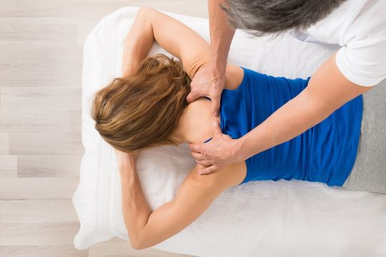 Patientin bei der Massage